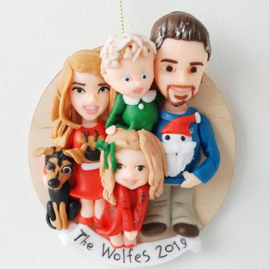 Custom family portrait ornam  with pet