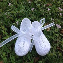Crochet baby white crib shoes booties