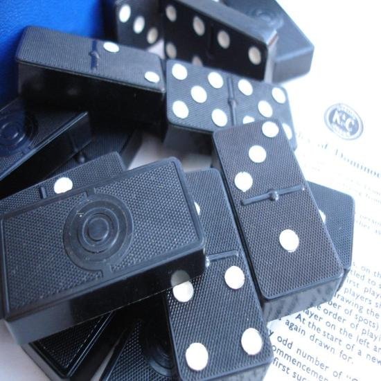 1950s K&C Ltd London 28 Vintage Double Six Dominoes Domino toy pub traditional game Rules Dominoes Block Game The Draw Game Fives and Threes